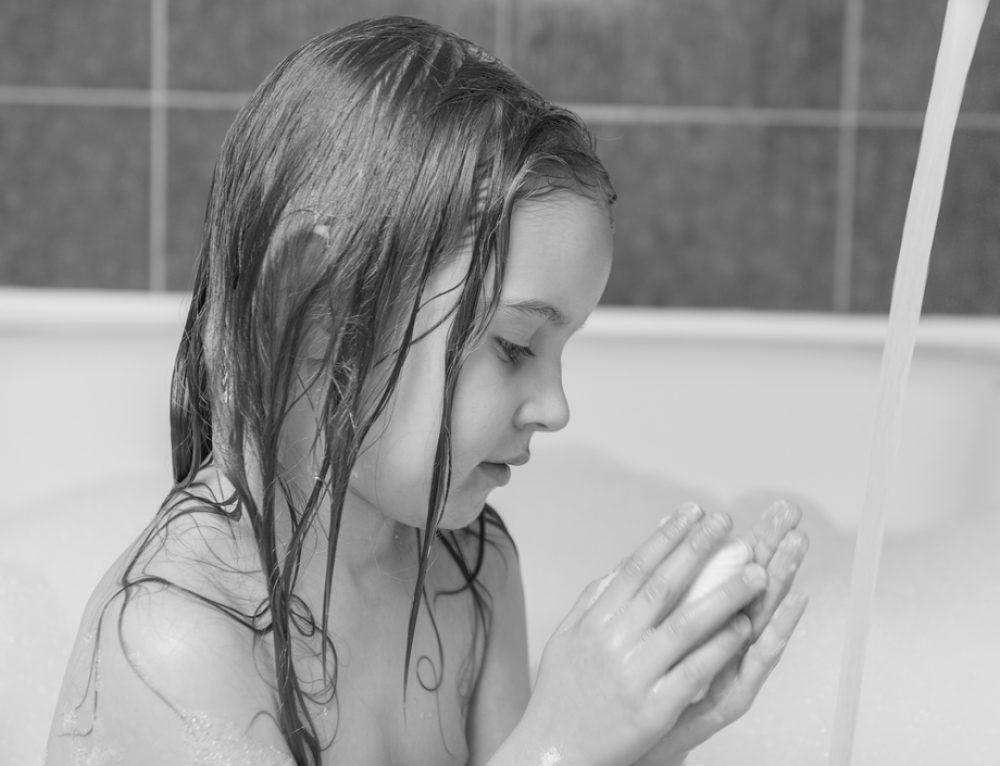 מי מפחד מהמים? שלושה טיפים שיעזרו לילדים להנות במים
